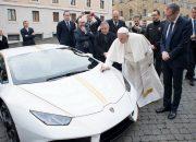 بابا الفاتيكان يعرض سيارته اللامبورجينى هوراكان المعدلة للبيع فى مزاد علنى