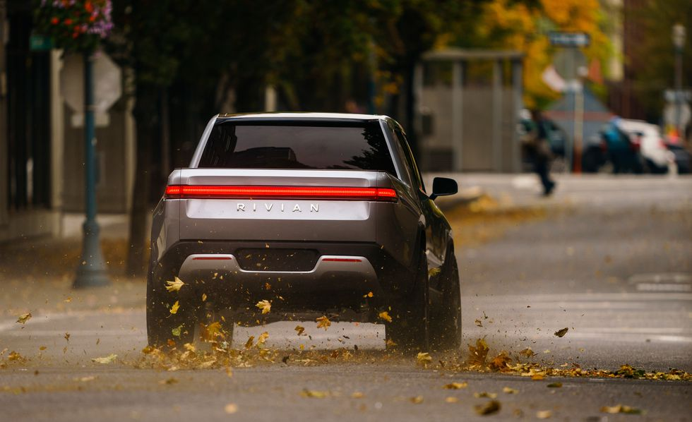 4ea54ab96da06 واختارت الشركة معرض لوس أنجلوس الدولي للسيارات لعرض أول سيارتين لها في  صورهما الانتاجية وهما R1T البيك أب وسيارة R1S SUV. وبالنسبة للموديل الأول  البيك أب ...