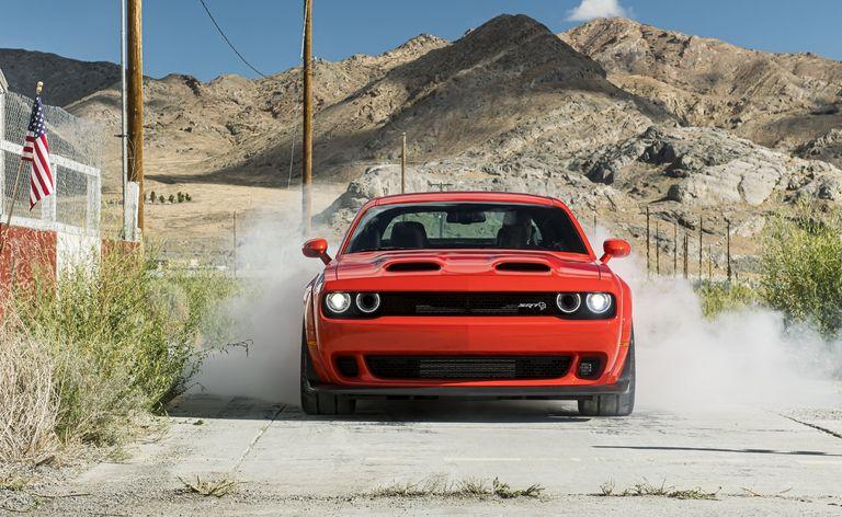 أسرع وأقوى سيارة عضلات دودج تشالنجر Srt سوبر ستوك الجديدة بقوة 807 حصان Motors Plus