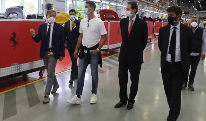 كريستيانو رونالدو يشتري سيارة فيراري مونزا