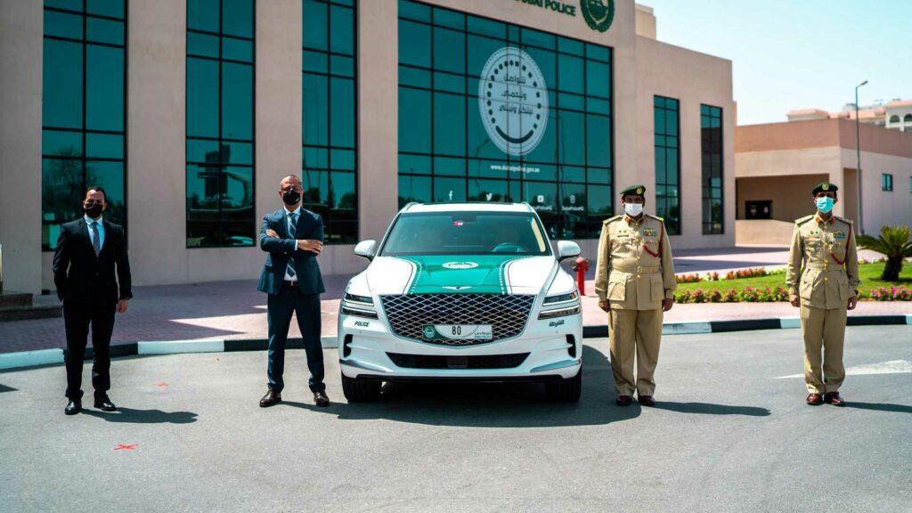 شرطة دبي تضم جينيسيس GV80 الفاخرة لأسطولها