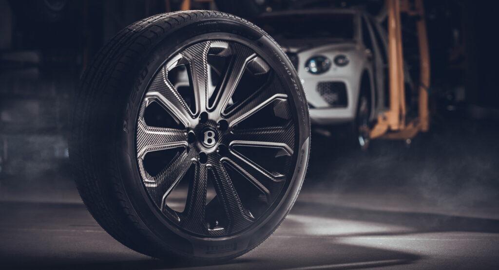 بنتلي بنتايجا تحصل على أكبر عجلات مصنوعة من ألياف الكربون